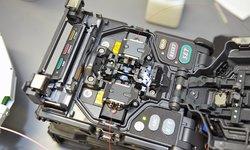 Fusión y empalme mecánico de fibras ópticas, medición y centrado de fibras